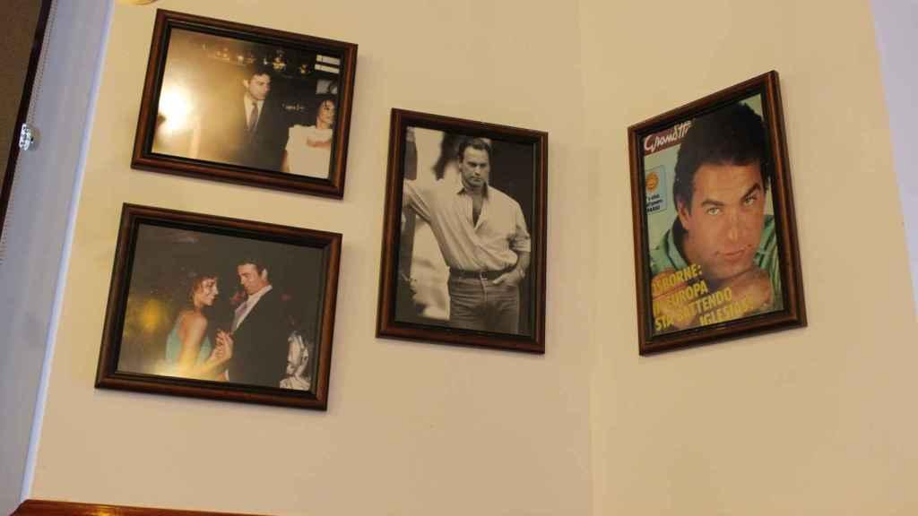 Algunas de las fotos de Bertín que cuelgan en el local que lleva su nombre.