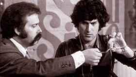 Uri Geller con José María de Íñigo en el programa que le hizo saltar a la fama como doblador de cucharas.