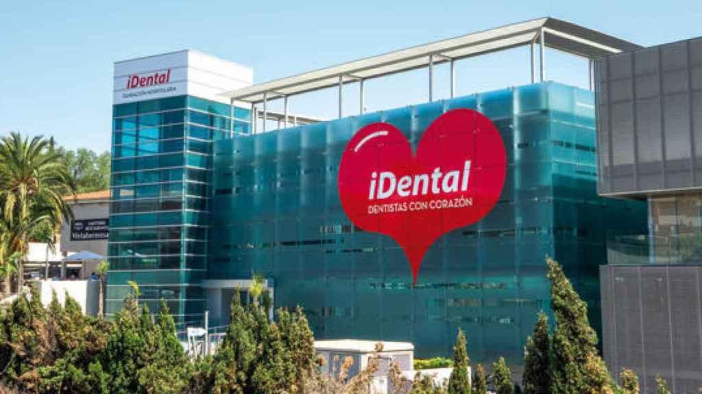 Exterior de una de las clínicas de iDental, cuya profesionalidad ha sido puesta en duda tanto por pacientes como por expertos.