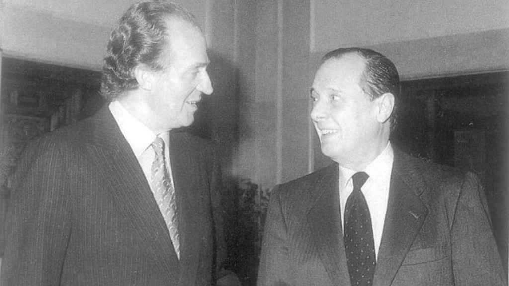 Sabino Fernández Campo junto al rey Juan Carlos I.
