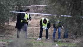 Efectivos de la Policía en el lugar donde un cazador ha matado a dos agentes rurales en Aspa (Lleida)