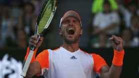 El aleman Mischa Zverev celebra su victoria contra Andy Murray en el Abierto de Australia.