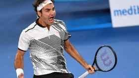 Roger Federer celebra su victoria contra Nishikori.