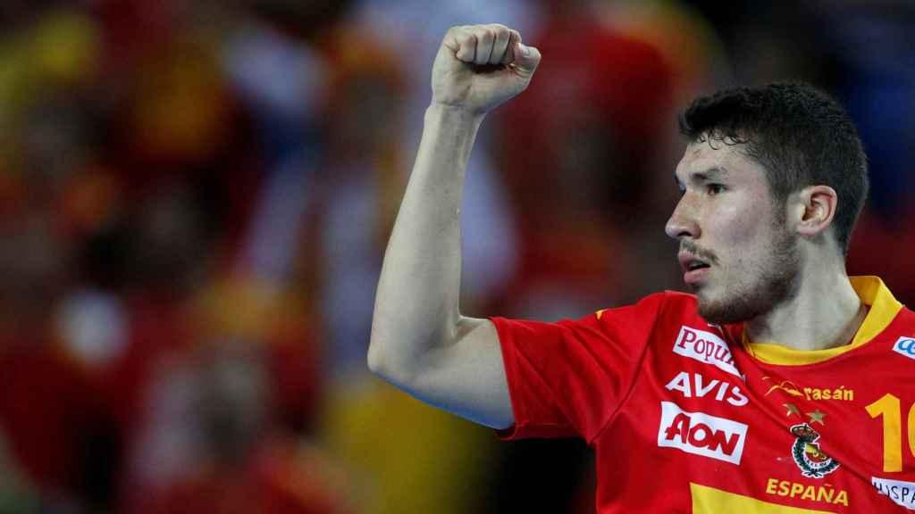 Alex Dujshebaev celebra un gol con la selección.