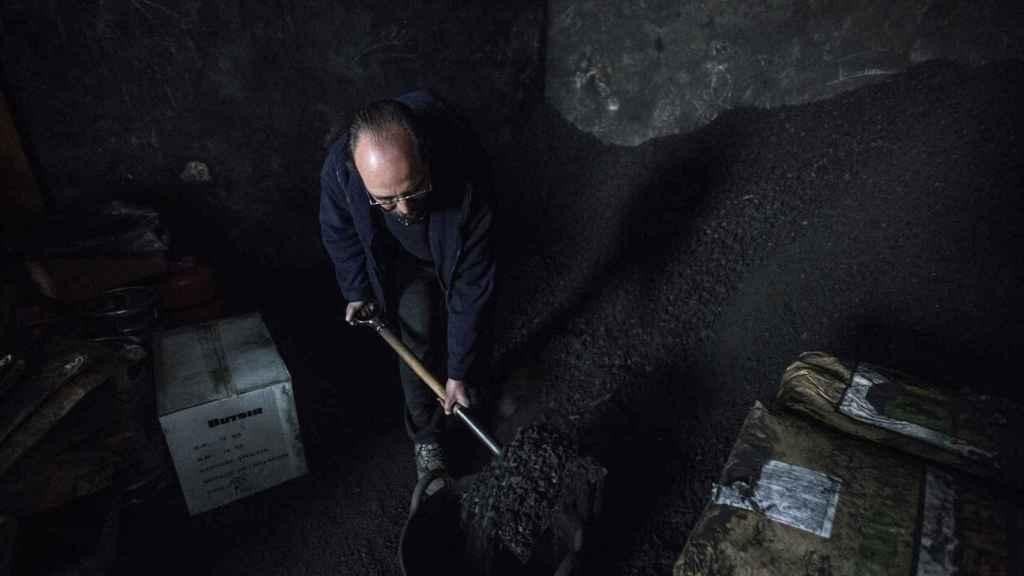 Luis Aguilar, el último carbonero de Sevilla.