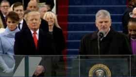 El gesto compungido de Melania Trump durante un momento de la investidura.