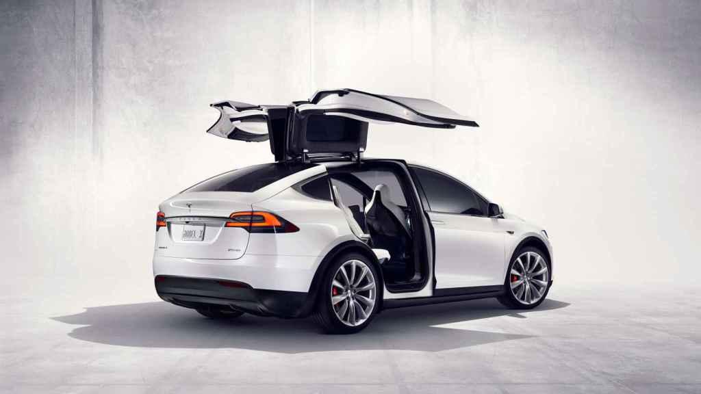 Otro vehículo de Tesla, el Model X