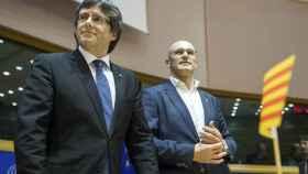 Puigdemont y Romeva, durante el acto independentista en Bruselas