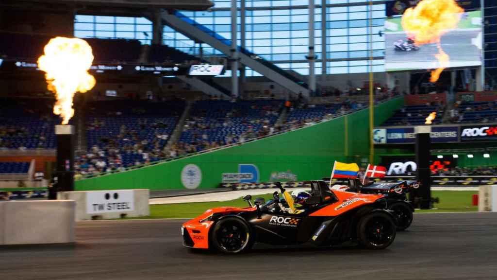Montoya y Vettel fueron las estrellas de la Carrera de Campeones