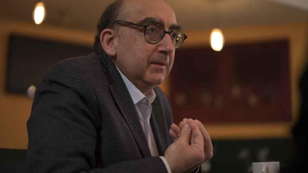 Magalhaes cree que el problema catalán se soluciona con un cambio de actitud ante las lenguas oficiales.