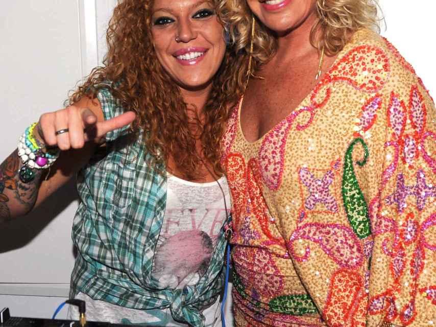 Bárbara Rey junto a su hija Sofía Cristo en un evento en el que la joven ejercía de DJ en 2012.