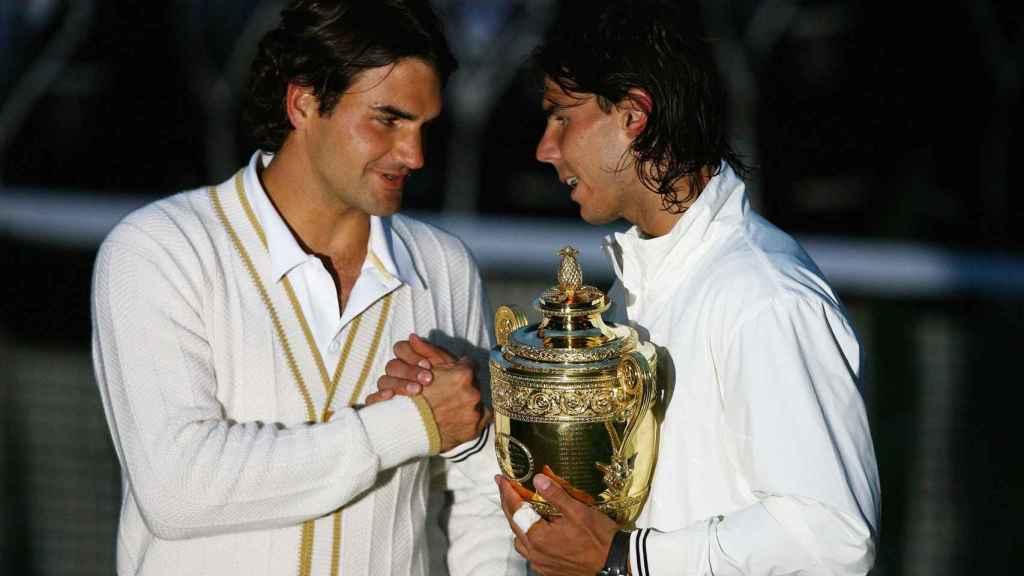 Federer y Nadal tras la final de Wimbledon 2008.