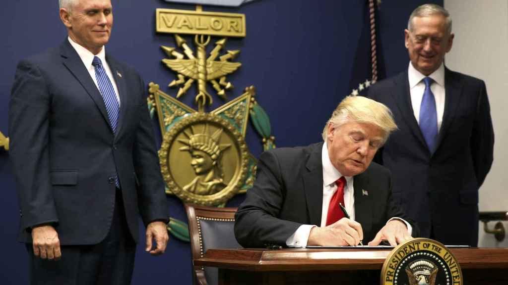 Trump visitó el Pentágono este viernes.