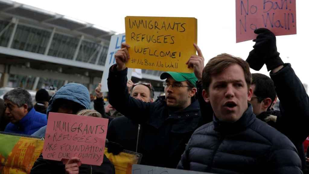 Protestas en el aeropuerto JFK de Nueva York ante la prohibición decretada por Trump.