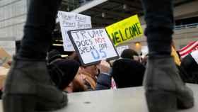 Protestas contra Trump en los aeropuertos de EEUU.