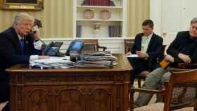 El presidente de EEUU, en la tarde de este sábado, en su despacho.