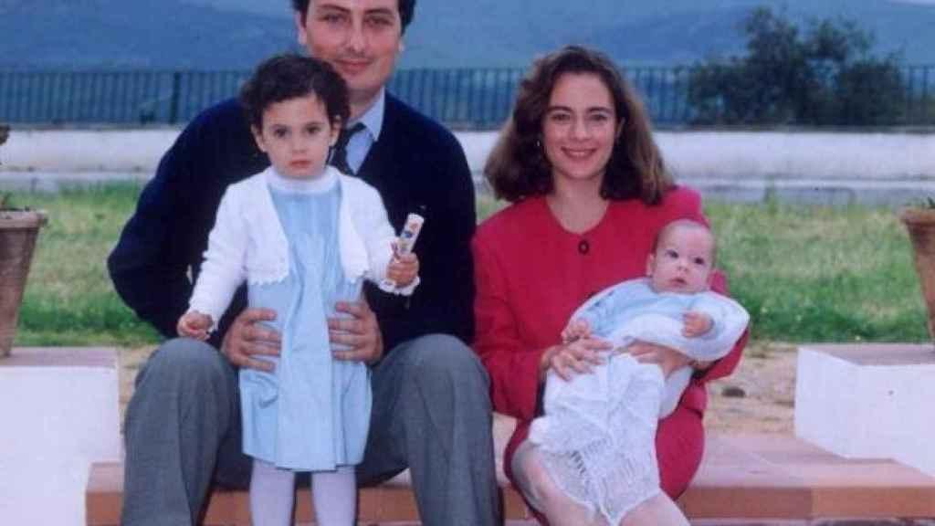 Alberto Jiménez Becerril y Ascensión García Ortiz, con sus hijos