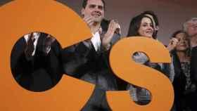 Rivera y Arrimadas con el nuevo logo de Ciudadanos.