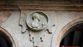 medallon franco izquierda