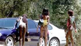 Mujeres africanas ejerciendo la prostitución en la Casa de Campo.