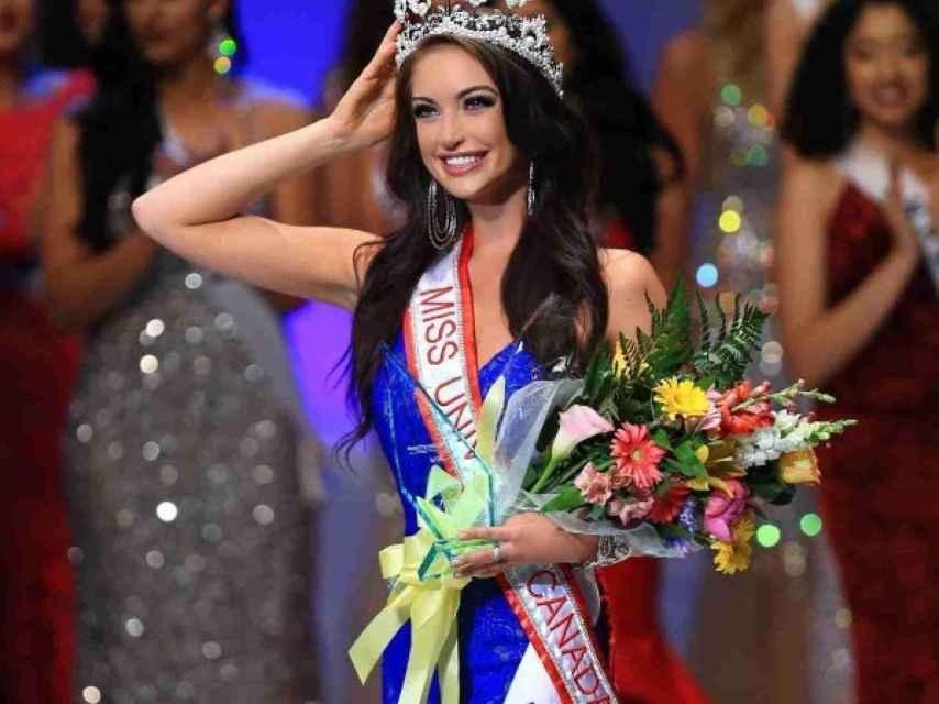 Siera cuando se hizo con la corona de Miss Universe Canadá hace 7 meses.