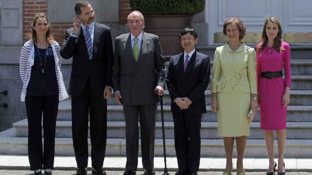 Éste será el primer viaje  que realiza Felipe VI a Japón como rey. En la imagen, con los reyes eméritos.