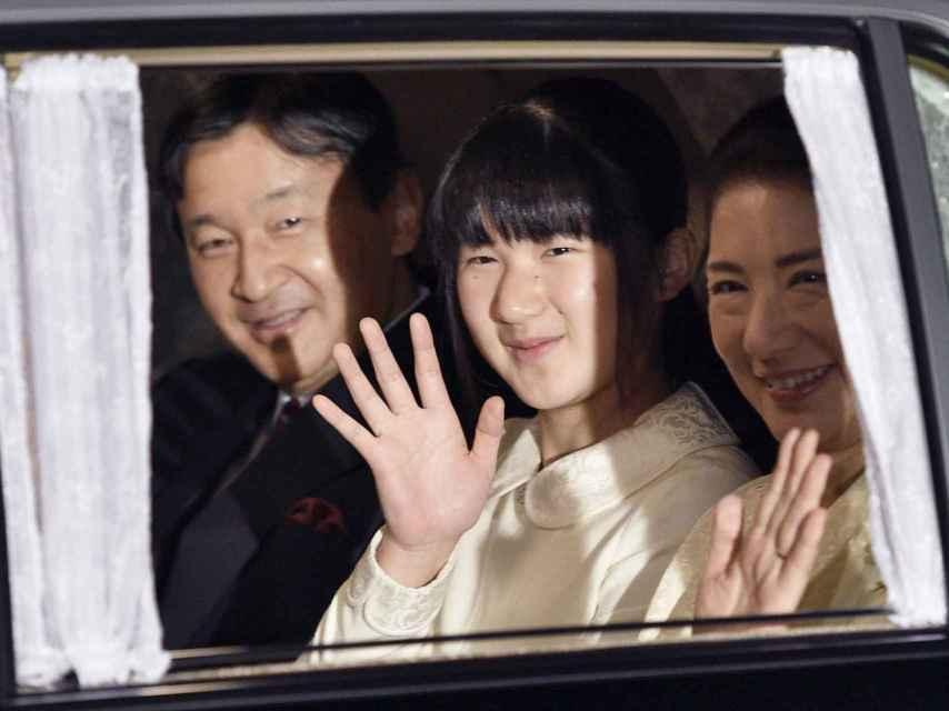 Los príncipes Naruhito y Masako de Japón, con su hija Aiko.
