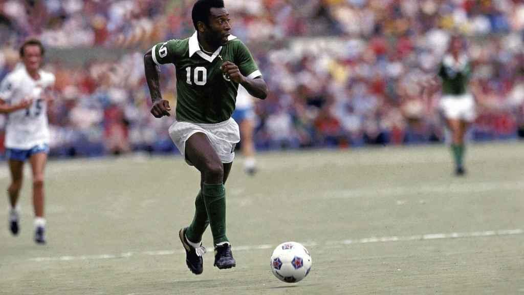 Pelé en un partido con el NY Cosmos en 1977