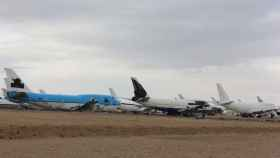 Varios aviones preparados para el desguace .