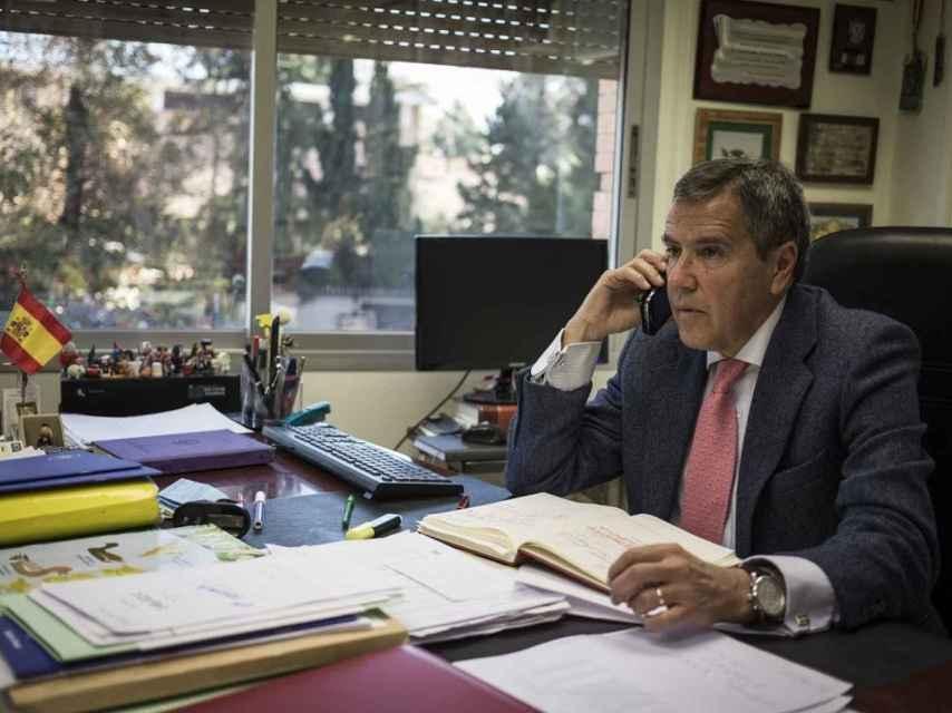 Fernando Osuna en su oficina.