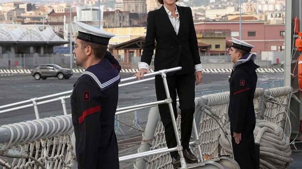 La ministra Cospedal, durante un acto oficial de índole castrense.
