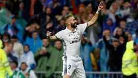Karim Benzema celebra un gol en el Santiago Bernabéu.