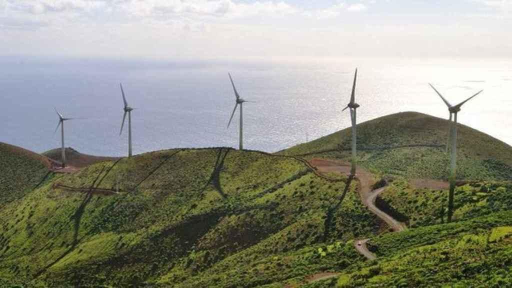 Parque eólico central en Gorona, El Hierro.