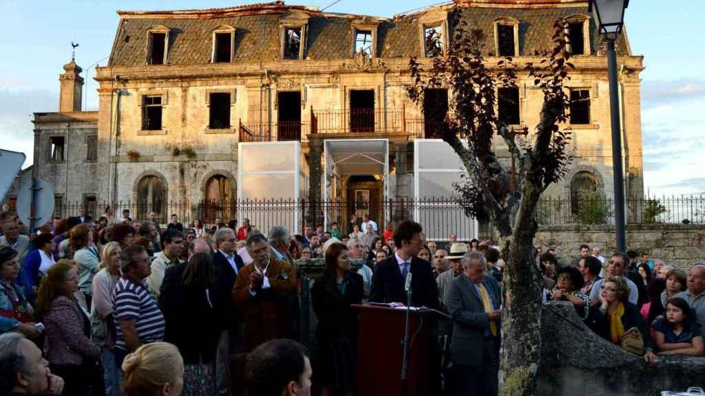 Eric Moed durante la inauguración de su instalación en la Casa do Passal, casa familiar de Sousa Mendes, en 2013.