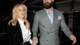 Kylie Minogue con su exprometido Joshua Sasse en su última aparición juntos.