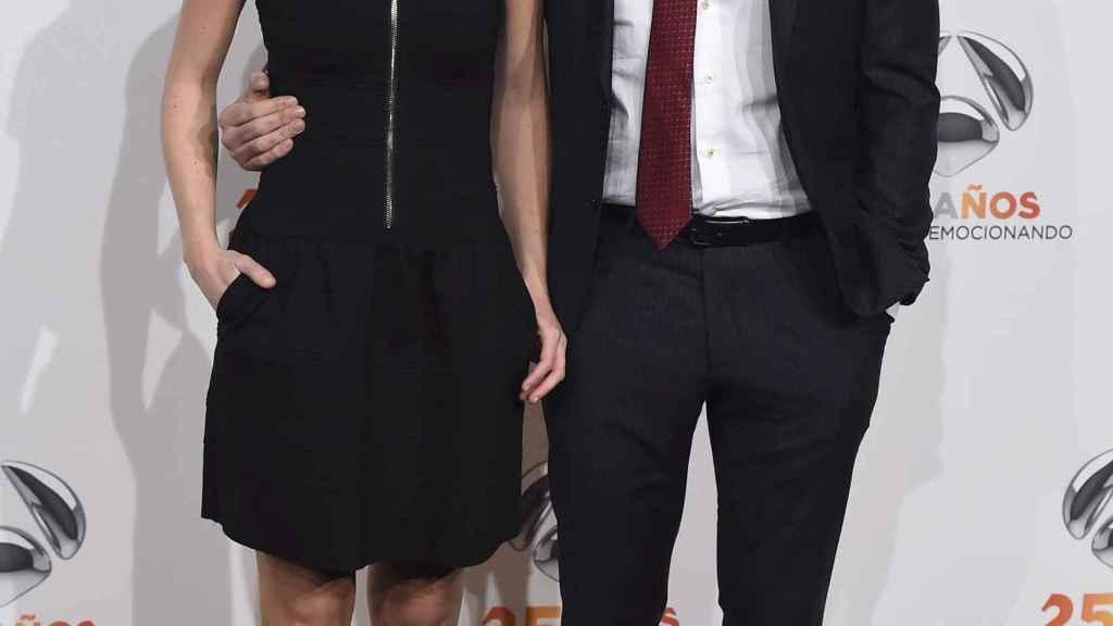 Los presentadores Iñaki López y Andrea Ropero, juntos ante el photocall.