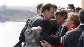 Rajoy conversa con Merkel en La Valeta durante la cumbre de la UE