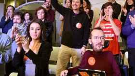 Pablo Iglesias, junto a miembros de su lista como Irene Montero o Pablo Echenique.