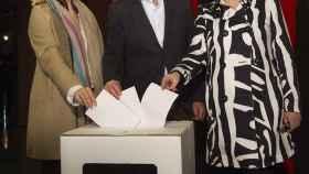 Joana Ortega, Artur Mas e Irene Rigau, durante la rueda de prensa ofrecida el domingo.