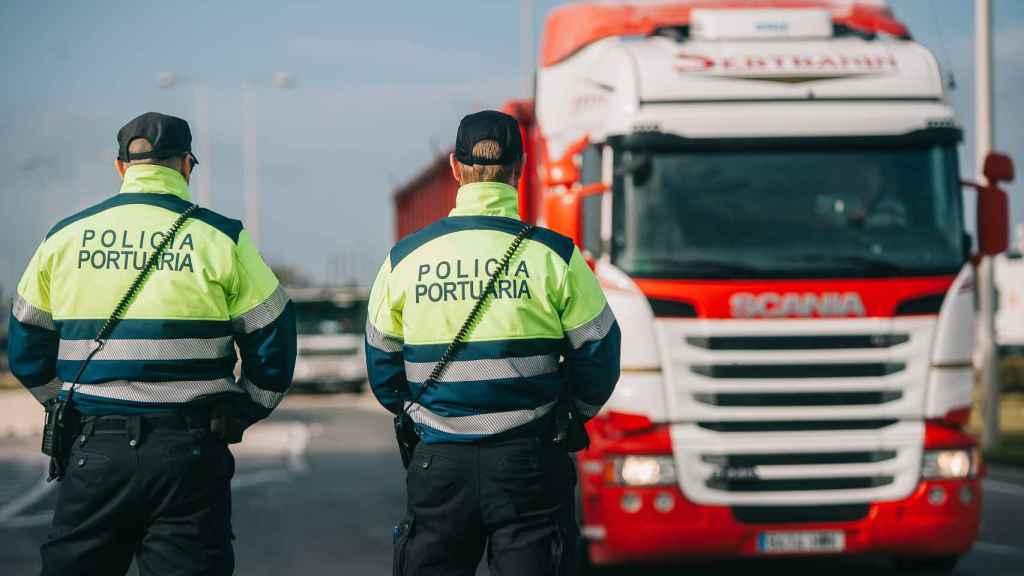 La Policía portuaria de Valencia en plena jornada de trabajo.