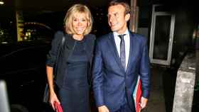 Emmanuel y Brigitte Macron, una pareja que apasiona a Francia