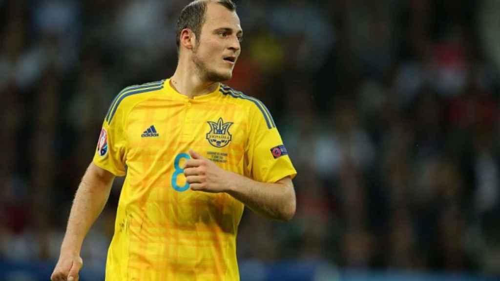 Zozulya en un partido con la selección de Ucrania.