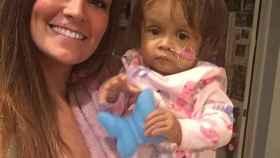 Talia y Miles sonríen horas antes de la intervención.