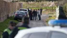 Efectivos de la policía judicial en el paraje donde se ha encontrado el cuerpo