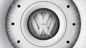 Rueda con el logo de Volkswagen.