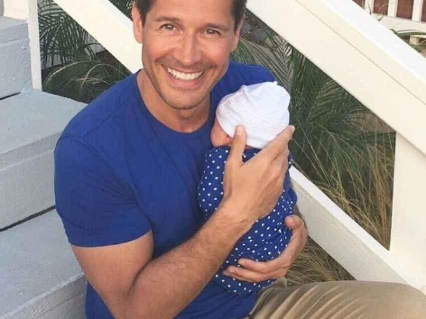 Jaime Cantizano anunció con esta imagen el nacimiento de su hijo.