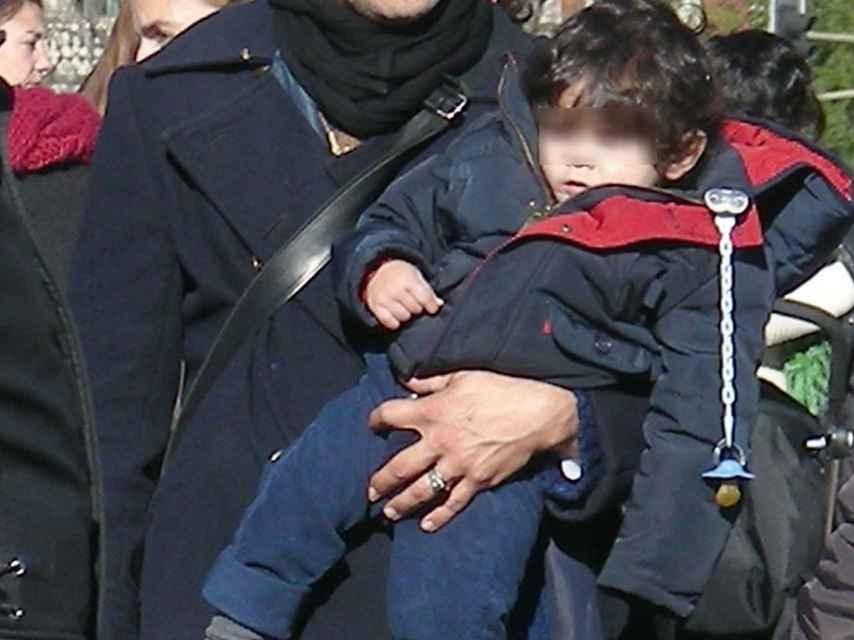 El actor Roberto Enríquez viajó a Nueva Delhi para convertirse en padre.