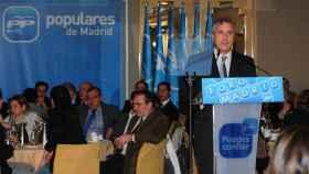 Luis Asúa, interviniendo en un acto del PP de Madrid, en 2011.
