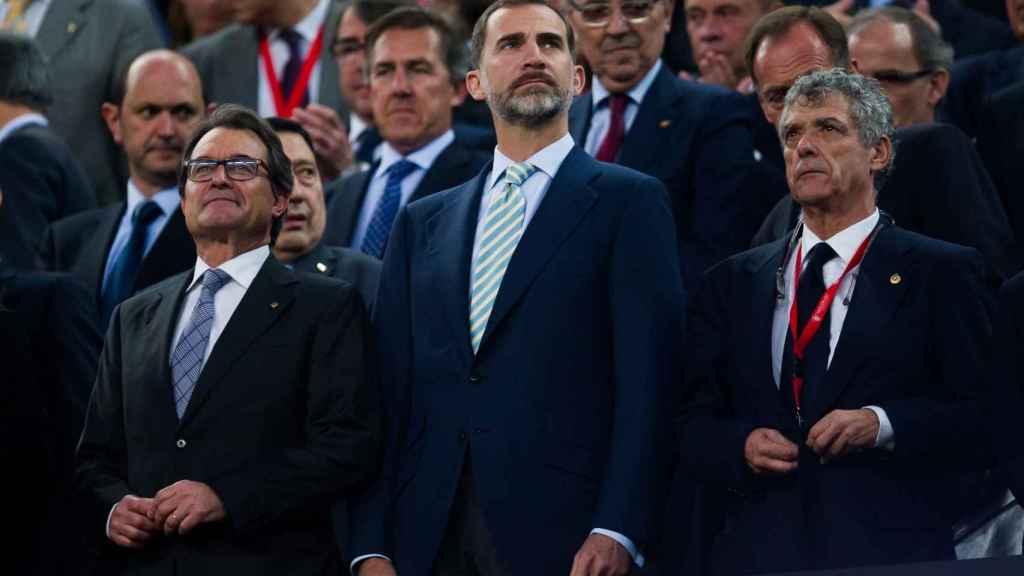 El Rey Felipe VI, Artur Mas y Ángel María Villar durante la pitada al himno.