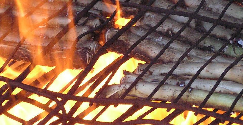Calçots al fuego